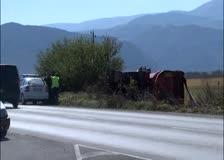Камион, натоварен с 25 тона въглища, се обърна на главния път Е-79 между Ботевград и Скравена