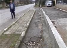 Жители на Трудовец правят протестна подписка срещу  преграждаеното на част от пространството  на автобусна спирка